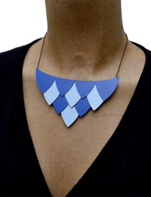 plastron-plume-bleu